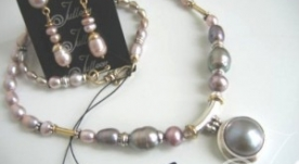 Mauve Mabe Pearl Necklace Earrings Set