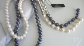 Tiger Blue & White Pearl Necklace