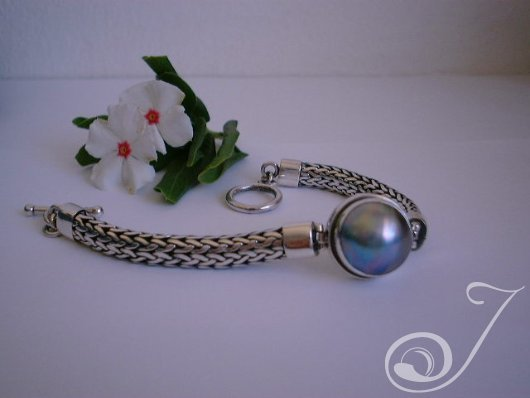 Blue Mabe Chunky Bracelet UB701-01