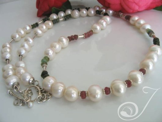 Carol Necklace VND009-01