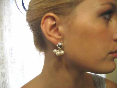 White Pearl Cluster Earring Heart