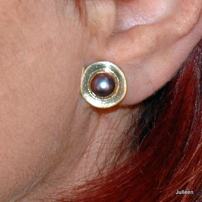gold pearl earring