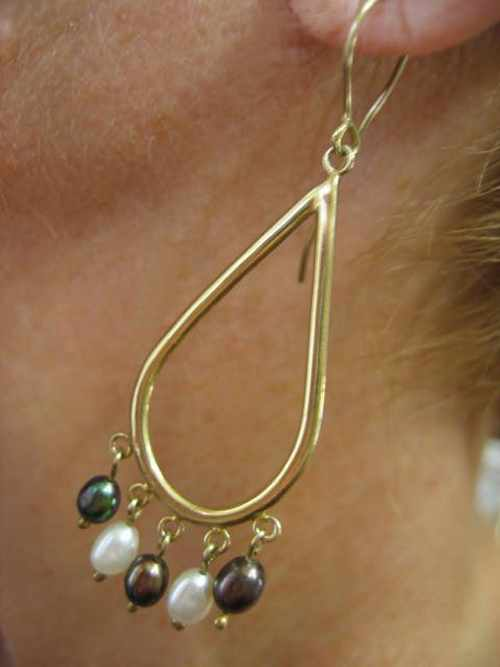 Gold Pearl Earring Black and White