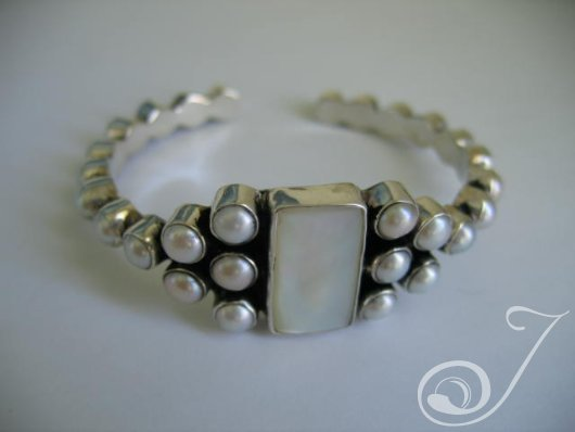Goddess White Pearl Bangle Bracelet UB100-01