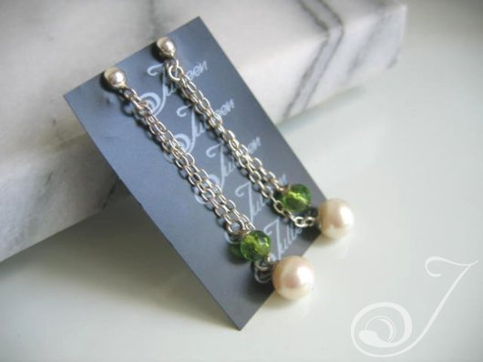 Helen of Troy Green Drop Earrings E097