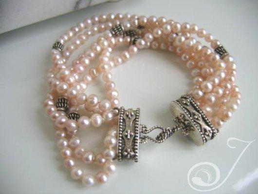 Kelly Pink Pearl Bracelet VO050_B
