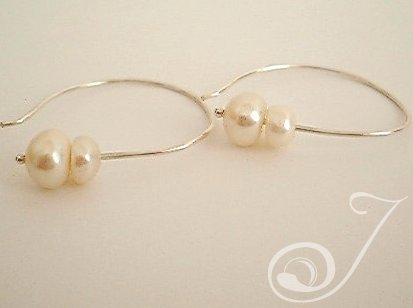 Leila Pearl Drop Earrings E009-01