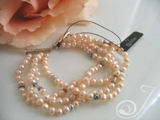 Peachy Crush Pearl Cuff Bracelet BR009-01