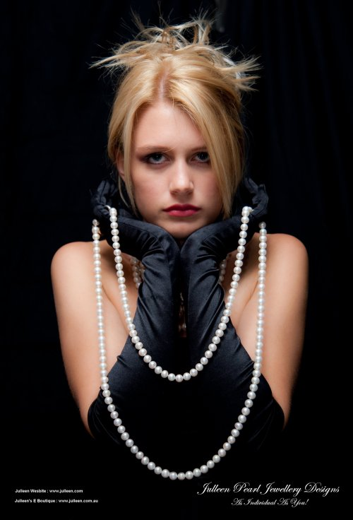 modelling long pearl necklace