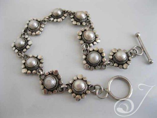 Suzie Q Pearl Bracelet UB212_B
