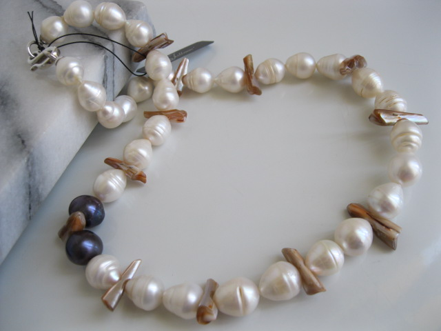Xena Pearls Necklace VND002.02